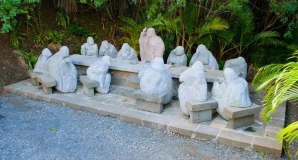 La Cène de Marco AH-KIEM, sculpteur sur Basalte
